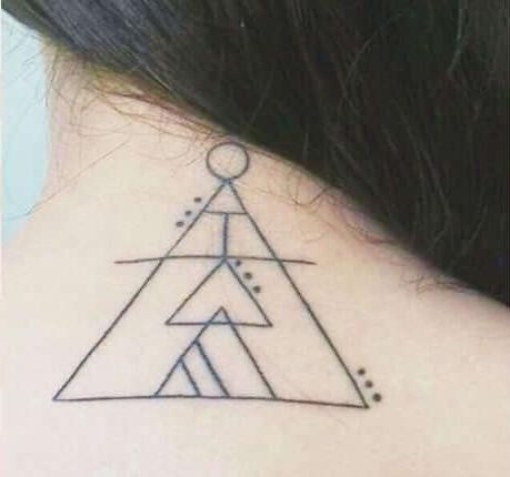 tatuagens combinadas no pescoço