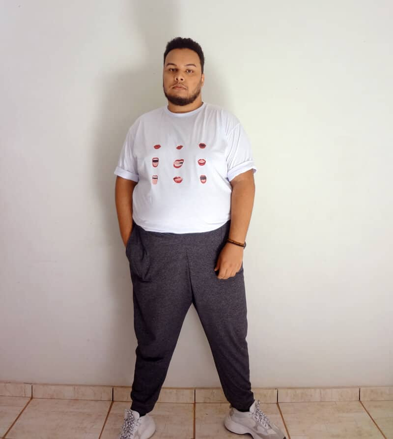como-usar-camisa-dentro-da-calca-plus-size