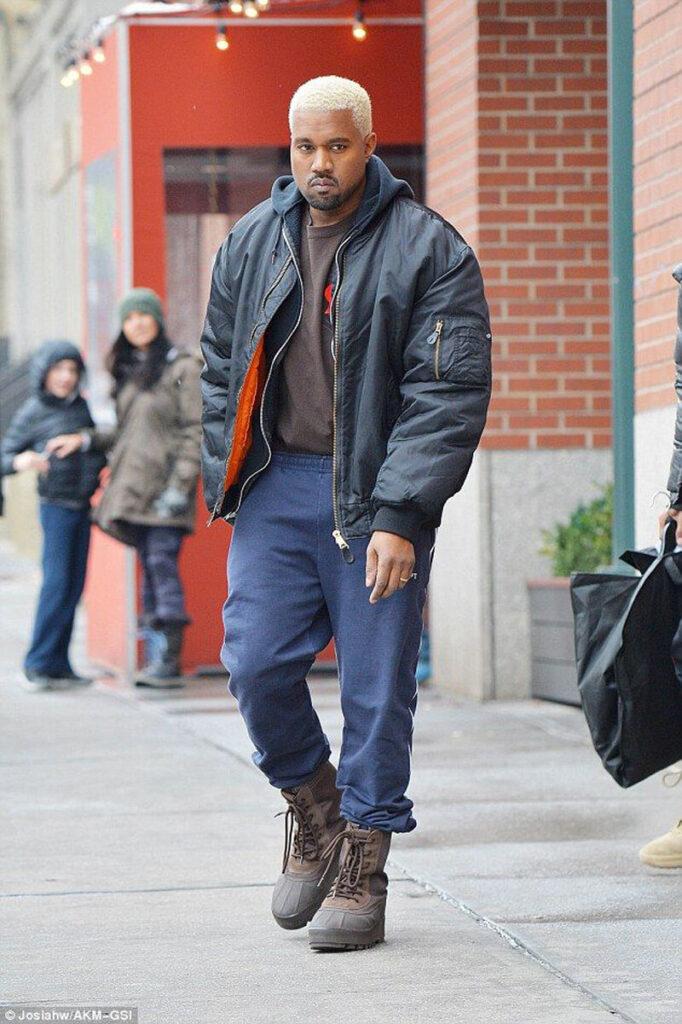 Kanye west com cabelo platinado