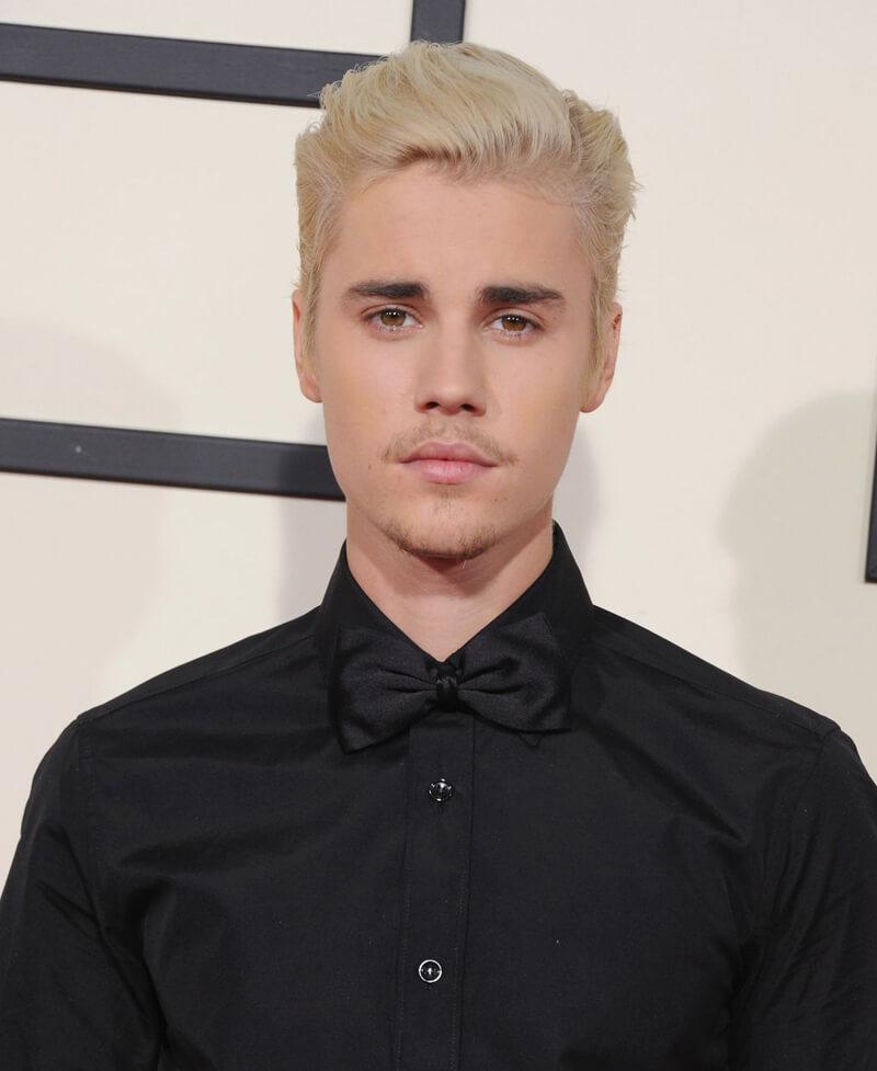 Justin Bieber com cabelo platinado